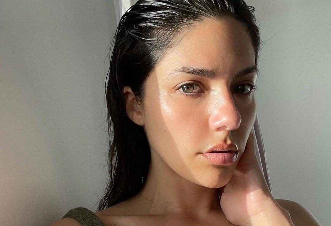 Μήπως απόψε κάνεις μια DIY μάσκα ματιών για φωτεινό και ξεκούραστο βλέμμα;