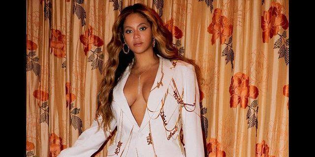 Η Beyoncé κρατά μια τσάντα φτιαγμένη από vegan δέρμα και εμείς την θέλουμε… εχθές! Η νέα τσάντα της Beyonce είναι vegan και σίγουρα έχει μια θέση στη γκαρνταρόμπα μας.