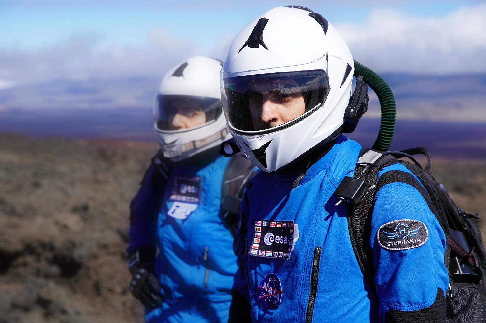 UNDER ARMOUR x VIRGIN Galactic: Μια νέα, διαστημική συνεργασία Τον Ιανουάριο του 2019 η UNDER ARMOUR ανακοίνωσε τη συνεργασία της με τον ιδρυτή της Virgin Galactic, Sir Richard Branson, μία συνεργασία που συνδυάζει ρούχα και υποδήματα, αποκλειστικά σχεδιασμένα για τους πρώτους ιδιώτες αστροναύτες που θα φτάσουν στο διάστημα. Στις 11 Ιούλιου του 2021, το όνειρο έγινε πραγματικότητα!
