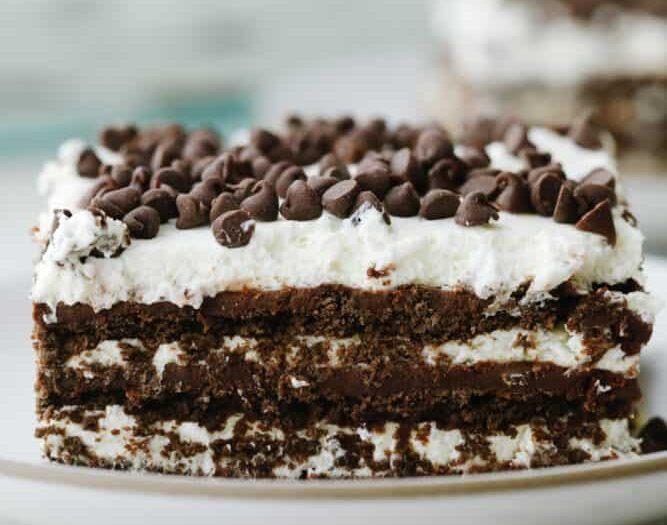 Παγωμένο σοκολατένιο κέικ: Ένας πειρασμός που δεν μπορείς να αποφύγεις