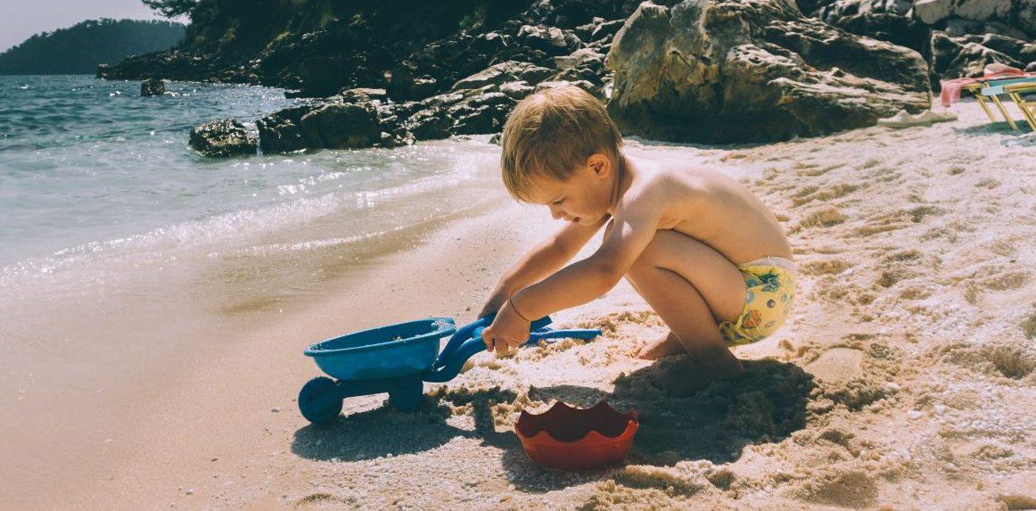 7 tips για να σταματήσει το ταξίδι με το μωρό να μοιάζει με εφιάλτη Οι πιο τυχεροί έχουν ήδη πάει τις πρώτες διακοπές τους. Αν έχεις μωρό ή νήπιο και αυτό είναι το πρώτο ταξίδι με το πλοίο, ίσως σε αγχώνει. Υπάρχουν μερικές μικρές συμβουλές που θα κάνουν το ταξίδι πολύ εύκολο και θα το απολαύσει όλη η οικογένεια.