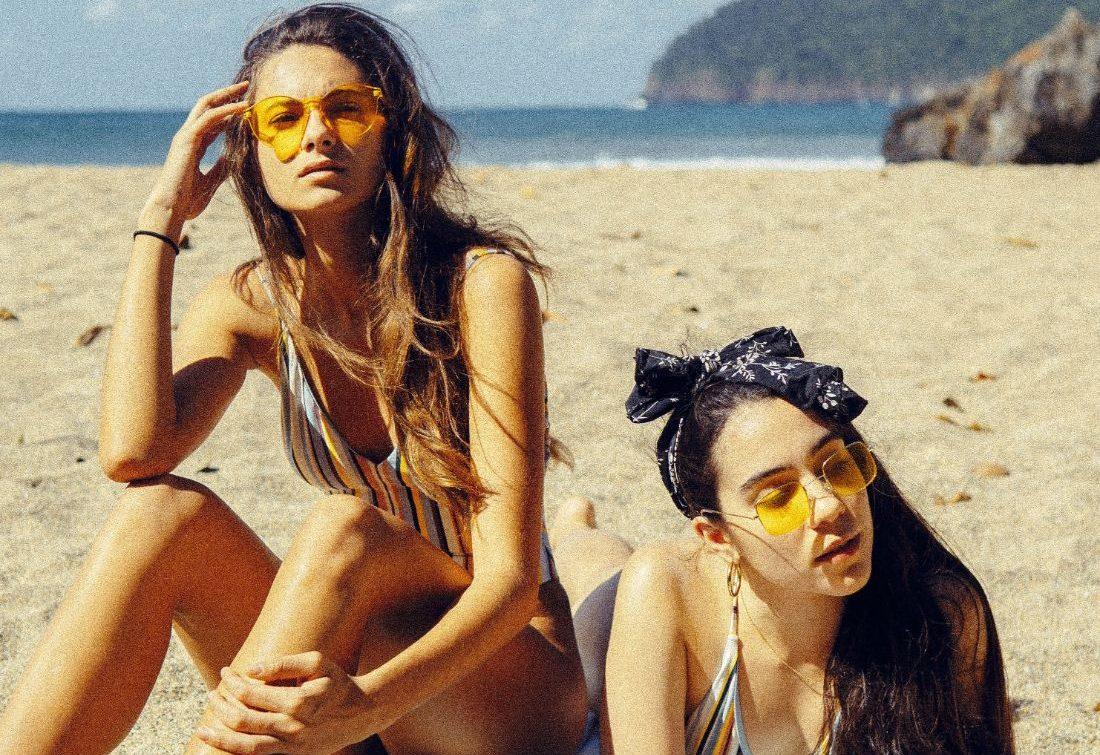 Ξέρεις πόσες θερμίδες μπορείς να κάψεις με τις ρακέτες στην παραλία;