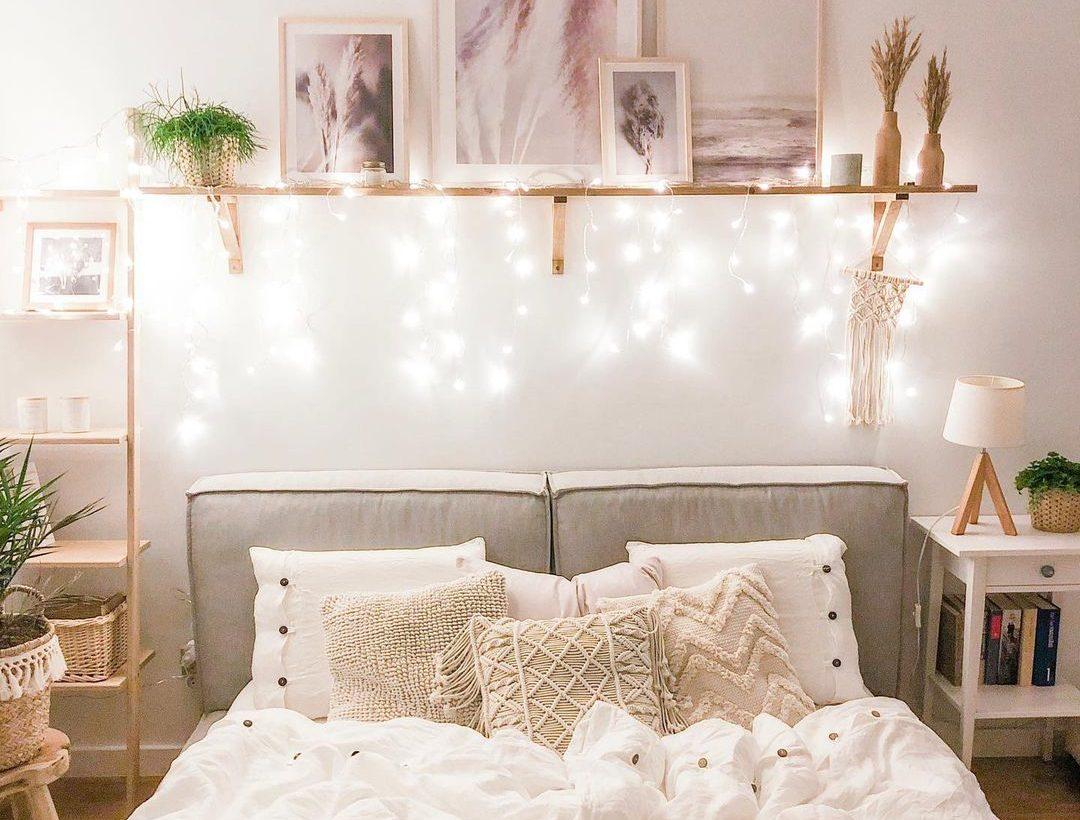 10 ιδέες για να έχεις τον πιο ατμοσφαιρικό φωτισμό στο δωμάτιό σου Βρίσκεις το δωμάτιό σου λίγο μουντό; Θέλεις να το ανανεώσεις και ψάχνεις την κατάλληλη έμπνευση; Βρήκαμε τις 10 καλύτερες ιδέες για το φωτισμό του δωματίου σου σε Instagram, Pinterest και Tik Tok για να διαλέξεις.