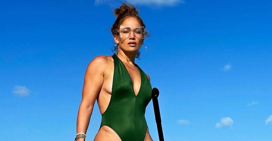 6+1 fitness μυστικά που χαρίζουν στην Jennifer Lopez υπέροχο κορμί Η Jennifer Lopez έχει ένα ζηλευτό physique. Όμως τα βήματα οπου ακολουθεί δεν είναι καθόλου δύσκολο να τα εφαρμόσεις και εσύ για να φτάσεις λίγο πιο κοντά στους στόχους σου.