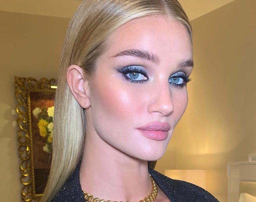Όταν το μπλε γίνεται ο πρωταγωνιστής του μακιγιάζ μας (5 προϊόντα-κλειδιά!) Το μπλε χρώμα αποτελεί τον πρωταγωνιστή της παλέτας και αυτή τη σεζόν έχει κυρίαρχη θέση ακόμα και στο μακιγιάζ μας.