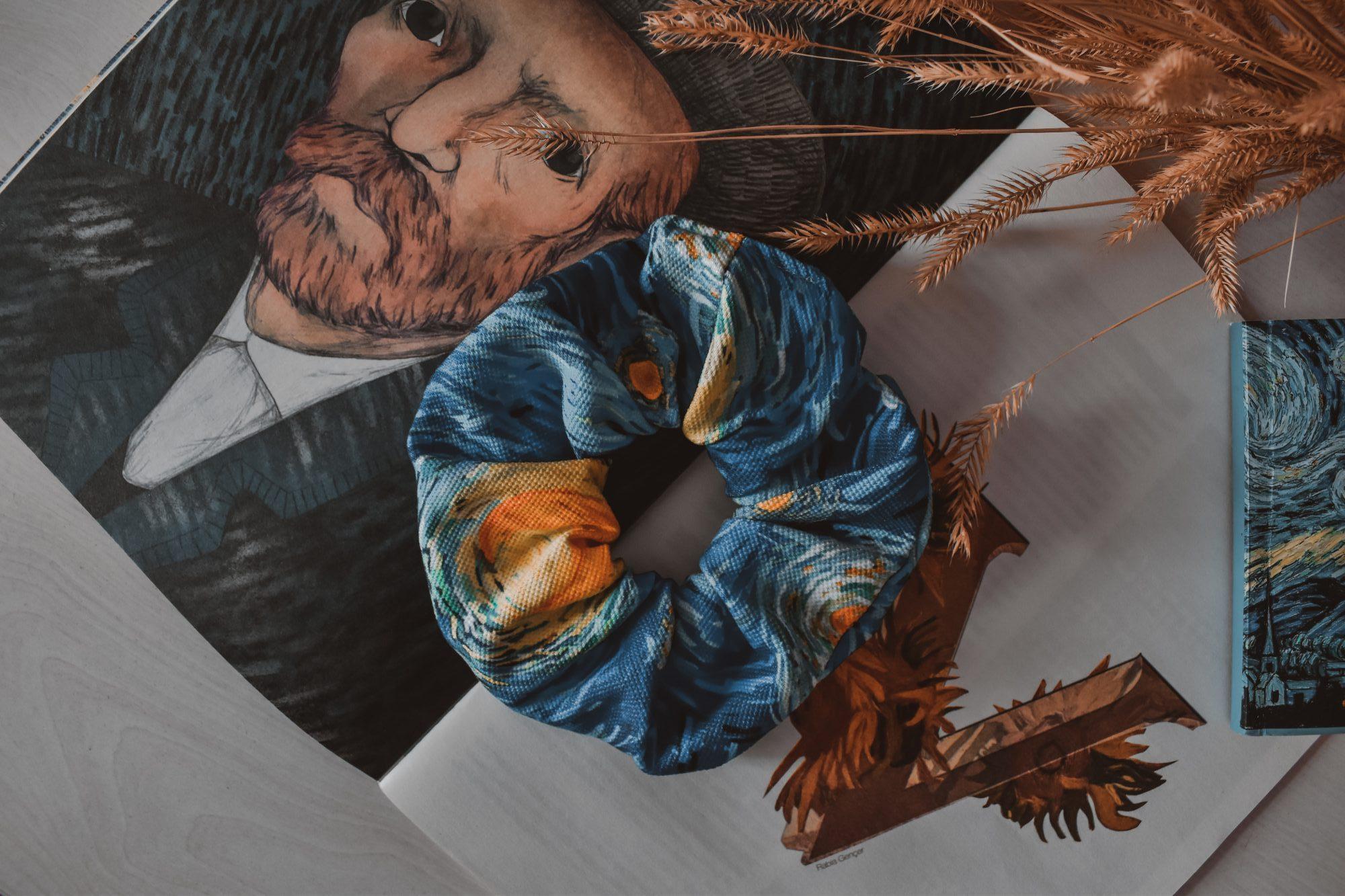 «Inventing Van Gogh»: Μια έκθεση που ζωντανεύει τα έργα του ζωγράφου Ο Ron Dirven, διευθυντής και επιμελητής στο μουσείο Vincent van GoghHuis, στην πόλη Zundert της Ολλανδίας, έχει στόχο να διατηρήσει ζωντανό το πνεύμα του θρυλικού μεταϊμπρεσιονιστή ζωγράφου με το να παραγγέλνει έργα σε σύγχρονους καλλιτέχνες που οραματίζονται εκ νέου τα μοτίβα που είναι το σήμα κατατεθέν του Βαν Γκογκ.