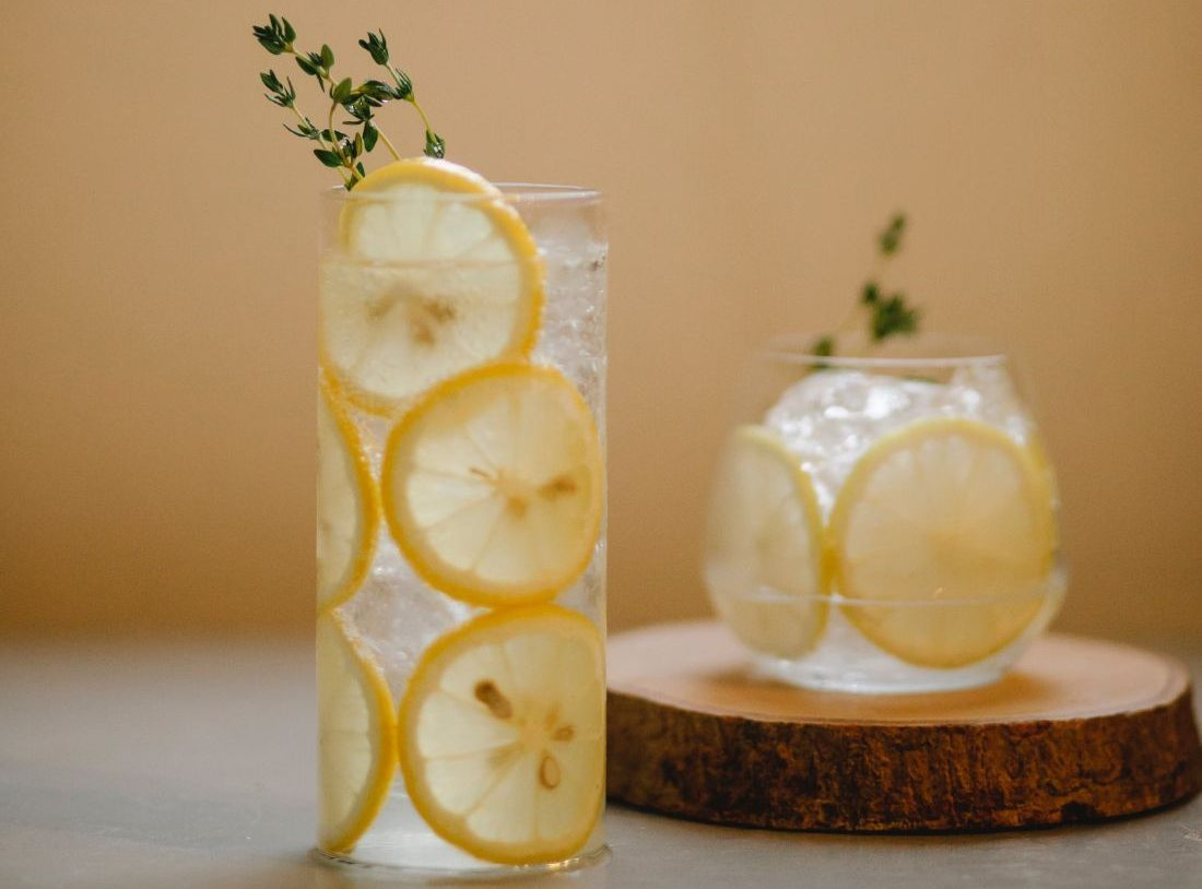 4 λύσεις για να πίνεις ευχάριστα το detox νερό, που μόνο καλό σου κάνει Η κατανάλωση νερού detox για απώλεια βάρους μπορεί να λειτουργήσει ως ο απόλυτος καθαρισμός για να θεραπεύσει το έντερο, να αυξήσει την ενυδάτωση και να μεταμορφώσει το σώμα σας! Με αυτές τις συνταγές για detox νερό, δώσε την ευκαιρία στο σώμα σου να εξαλείψει τις τοξίνες και να ενισχύσει την υγεία του δέρματος και του σώματός σου.