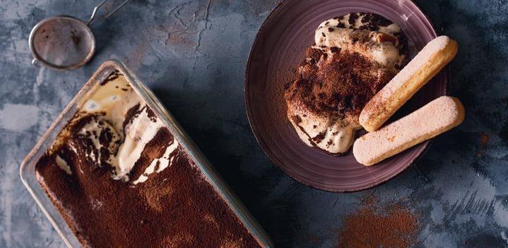 Αφράτο Τιραμισού: Όσοι αγαπούν τον καφέ, θα λατρέψουν και αυτή τη συνταγή Ο σεφ, Απόστολος Ρουβάς, μοιράστηκε μαζί μας την πιο απολαυστική και εύκολη συνταγή για τιραμισού