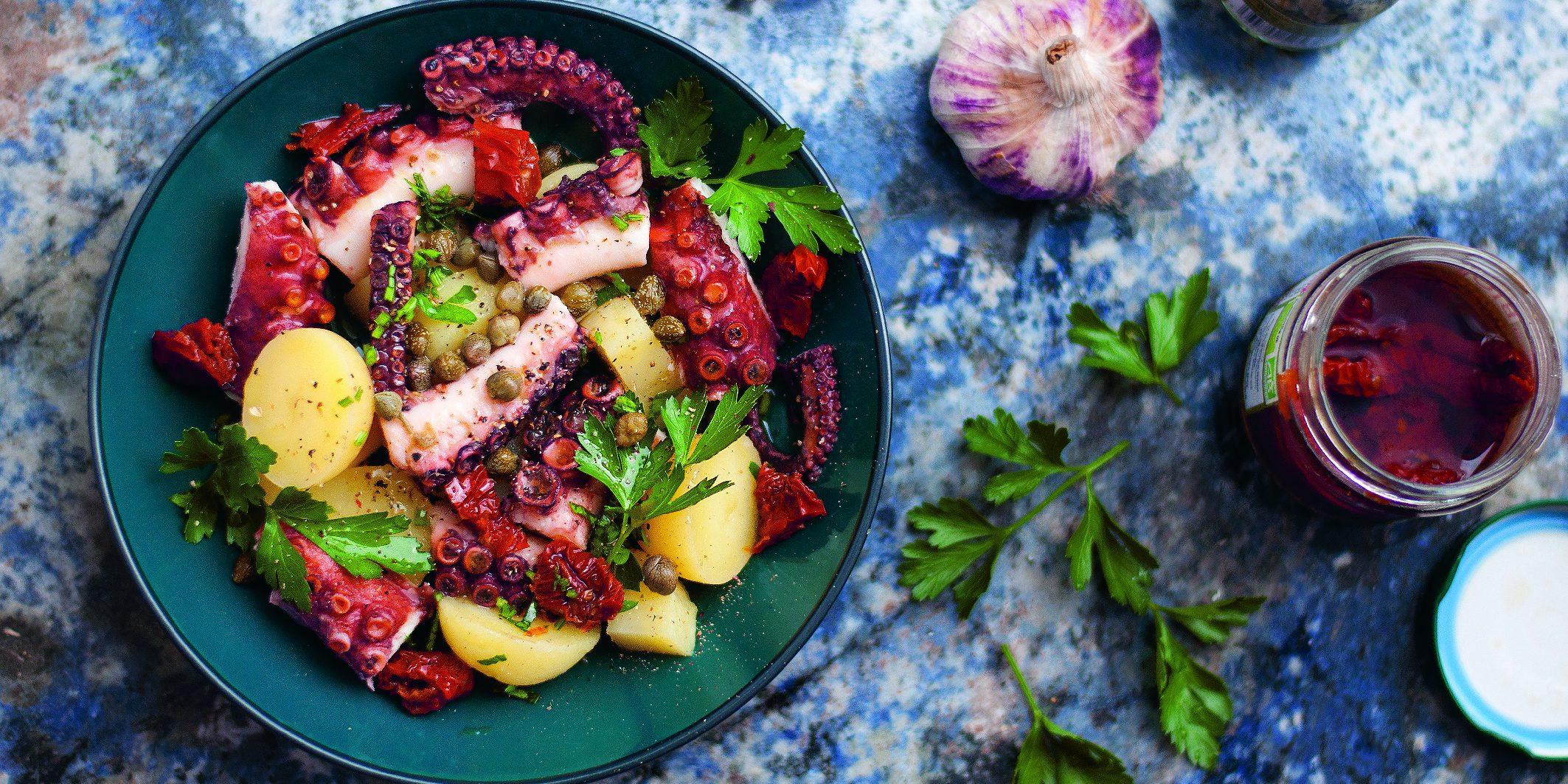 Χταπόδι Σαλάτα: Όποιος λατρεύει αυτό το πιάτο να σηκώσει το χέρι του Υπάρχει πιο καλοκαιρινή συνταγή από αυτή; Η απάντηση είναι όχι!