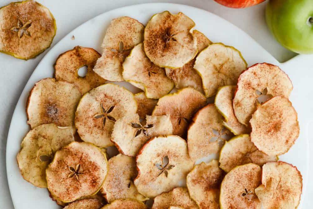 Ψητό μήλο με κανέλα: Αυτό το σνακ θα σε γλυκάνει χωρίς να σε επιβαρύνει με θερμίδες