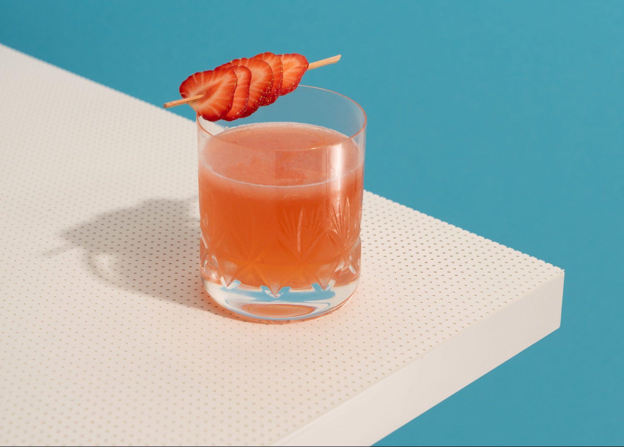 Το ιδανικό cocktail είναι αυτό που έχει τέλεια γεύση και καθόλου θερμίδες. Και αυτό το cocktail υπάρχει! Ψάχνεις το ιδανικό cocktail που θα σου προσφέρει την σωστή ποσότητα αλκοόλ χωρίς τις επιπλέον (αχρείαστες) θερμίδες; Πες πως το βρήκες κιόλας.