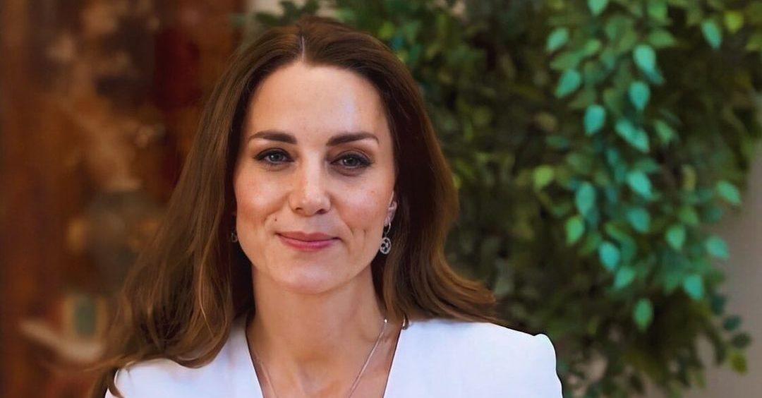 Kate Middleton: Βρήκαμε την οικονομική εκδοχή του iconic πράσινου φορέματός της Αν θες να αντιγράψεις το υπέρκομψο look της Kate Middleton, μπορείς και μάλιστα με μόλις €69.