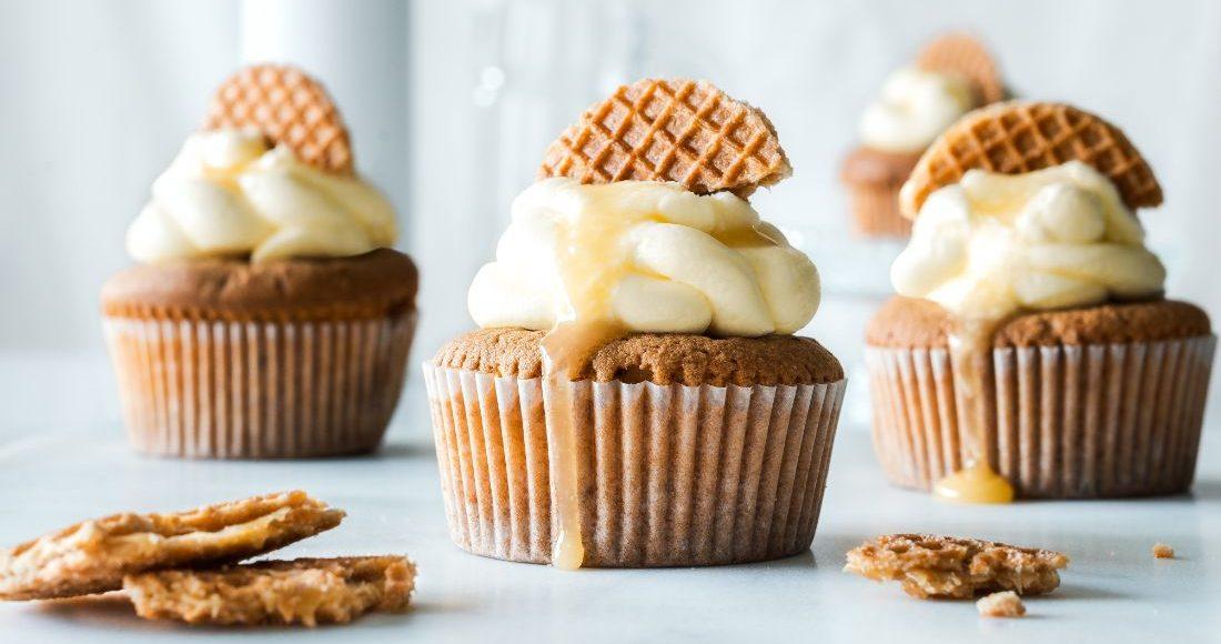 Cupcakes με μπανάνα και κρέμα τυριού: Αυτό το γλυκό δε θα το χορταίνεις! Μπορεί μια συνταγή να σε κάνει να θέλεις συνεχώς γλυκό; Κι όμως μπορεί. Δοκίμασε αυτά τα λαχταριστά cupcakes με μπανάνα, που δίνουν μια ισορροπία στη γλυκύτητα με την κρέμα τυριού και θα μας θυμηθείς!