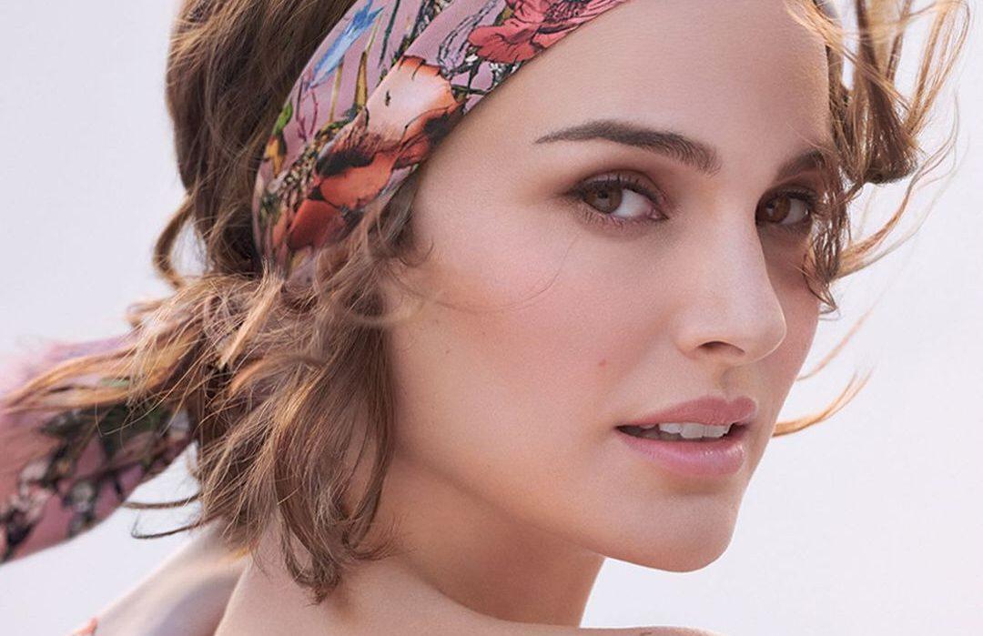 Η Natalie Portman είναι πιο όμορφη από ποτέ στην καμπάνια για το νέο Miss Dior Κάθε καμπάνια του αγαπημένου αρώματοςMiss Diorείναι ένα μικρό αριστούργημα και μόλις ήρθε άλλη μία απόδειξη για αυτό: με το συναίσθημα να πλημμυρίζει μια fantasy land γεμάτη από τα πιο υπέροχα λουλούδια, ηNatalie Portmanπανέμορφη και φωτεινή, ακτινοβολεί την αύρα του νέου αρώματος.
