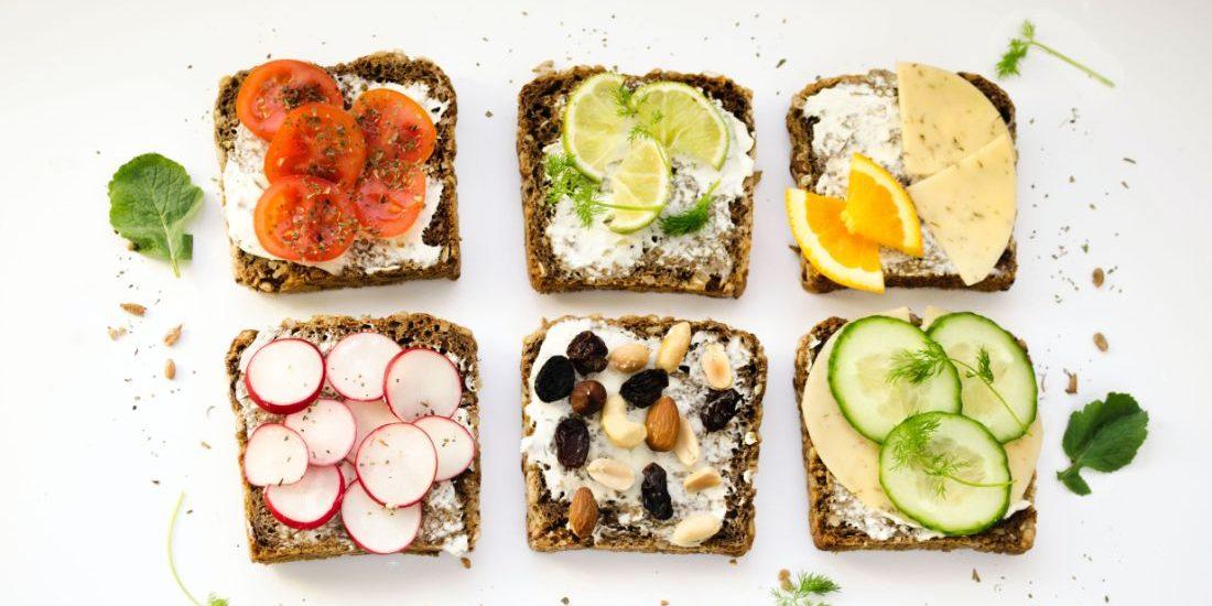 3+1 βότανα που χρησιμοποιούμε συνεχώς αλλά δε ξέρουμε πόσο θρεπτικά είναι Αν ξεκινήσουμε να μιλάμε για τα βότανα της Ελλάδας θα χρειαστούμε τόμους για να τα αναλύσουμε εκτενώς. Τα βότανα προσφέρουν στο φαγητό πραγματικά ιδιαίτερη γεύση και πολλά θρεπτικά στοιχεία.