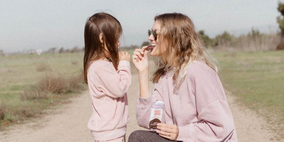 4 εύκολες και δροσιστικές προτάσεις για το σνακ του παιδιού σου Βρισκόμαστε ήδη στην καρδιά του καλοκαιριού και τα δροσιστικά σνακς είναι απαραίτητα κάθε ώρα της ημέρας