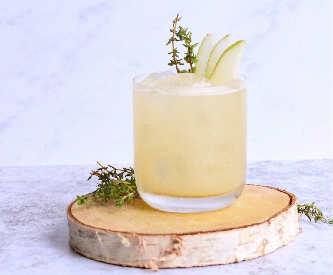 Λεμονάδα με βότανα: Μια συνταγή από τη διατροφολόγο που θα σε δροσίσει Δροσερό αφέψημα για το καλοκαίρι; Μα, φυσικά, λεμονάδα! Δες πως προτείνει η διατροφολόγος να τη δημιουργήσεις!