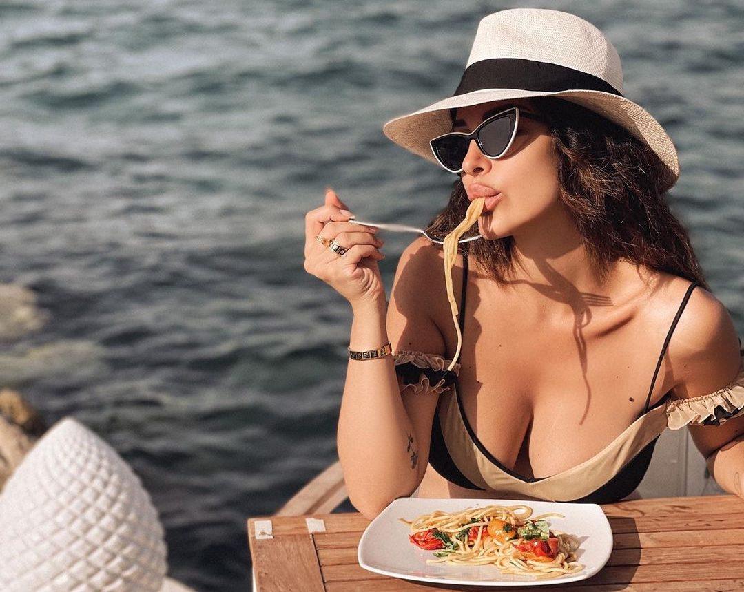 Τώρα αντί να κάνεις συνέχεια περιορισμούς και συμβιβασμούς με την διατροφή σου, μπορείς να κάνεις προσθήκες. Μάθε το πώς! Αν και το καλοκαίρι είναι η επόχή της ανεμελιάς, σίγοουρα σκέφτεσαι 2 φορές τι θα φας κατά τη διάρκεια των διακοπών σου. Ίσως να χρειάζεται να αλλάξεις λίγο το σκεπτικό σου, συμβουλεύει η διατροφολόγος.