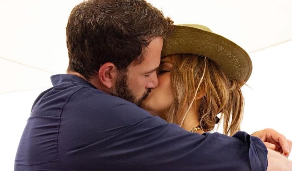 Jennifer Lopez-Ben Affleck: Με τα παιδιά τους στο Los Angeles Ο Ben Affleck και η Jennifer Lopez, πέρασαν ένα πολύ οικογενειακό σαββατοκύριακο.