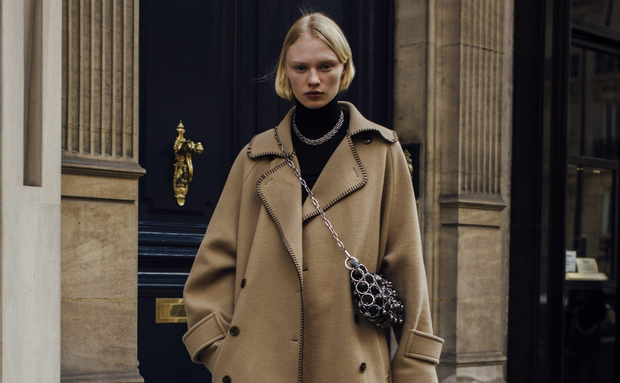 Είναι νωρίς να μιλάμε για παλτό; 10 καμηλό σχέδια που αργά ή γρήγορα θα σου χρειαστούν