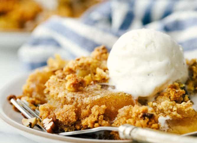 Αυτή είναι η συνταγή για την πιο εύκολη και λαχταριστή μηλόπιτα Γλυκιά απόλαυση για μικρούς και μεγάλους.