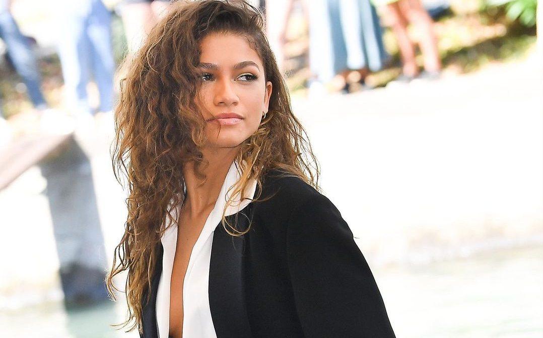 Curly Bangs: Είναι τάση και η Zendaya την έχει υιοθετήσει ήδη Κάθε εμφάνιση της Zendaya είναι μοναδική και μας ωθεί να υποκύψουμε σε νέα trends.