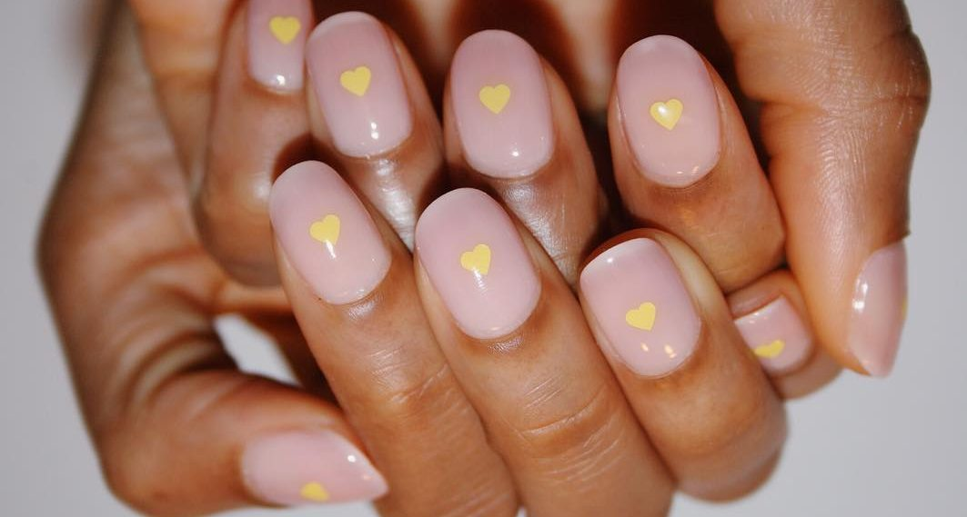 Έχεις τετράγωνα νύχια; Βρήκαμε τα nail trends που σου ταιριάζουν