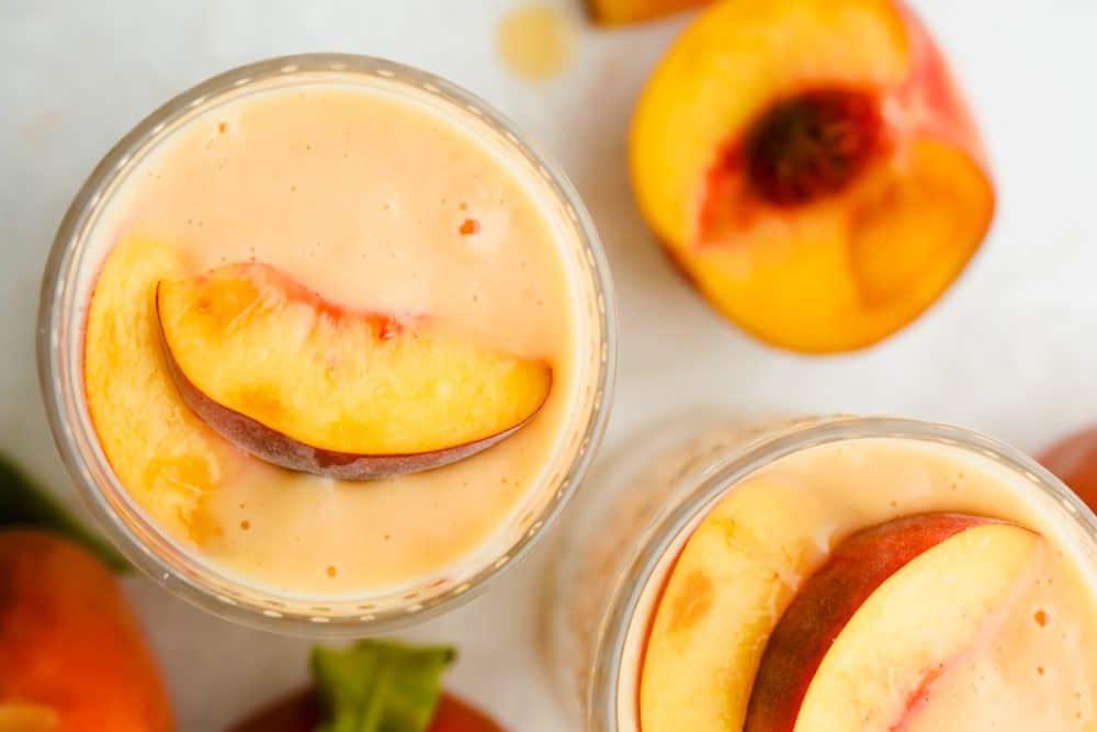 Smoothie με ροδάκινο: Το πιο δροσερό και θρεπτικό πρωινό Αγαπάς το ροδάκινο; Τότε αυτή η συνταγή είναι σίγουρα για σένα. Με τα πιο απλά υλικά και με ελάχιστο χρόνο προετοιμασίας, αυτό το θρεπτικό smoothie σίγουρα θα γίνει No1 επιλογή σου τα πρωινά.