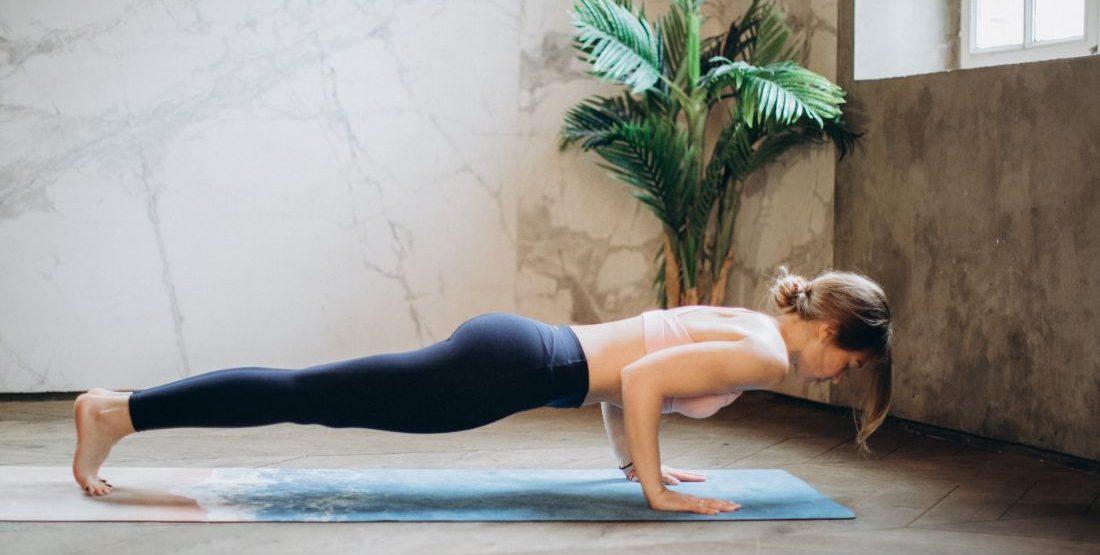8 ασκήσεις για δυνατά οστά Φυσικά και μπορείς να ασκηθείς αν έχεις διαγνωστεί με οστεοπόρωση. Κι όχι μόνο μπορείς αλλά και πρέπει, ξεκινώντας από αυτές τις 8 ασκήσεις που συστήνει ο καθηγητης Φυσικής Αγωγής Γιάννης Μπιτζούνης.