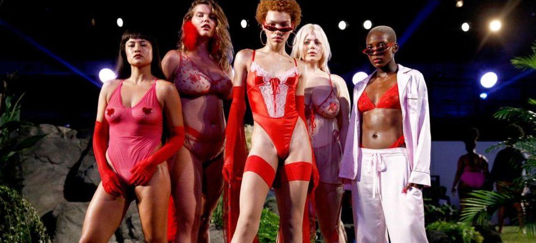 """12 κορυφαία highlights που έθεσαν ψηλά τα standard μας για τη φετινή Εβδομάδα Μόδας της Νέας Υόρκης Το φετινό """"trend"""" σε μια από τις μεγαλύτερες εβδομάδες μόδας του κόσμου; Η συμπερίληψη (inclusivity). Γι' αυτό με αφορμή την έναρξη της φετινής Εβδομάδας Μόδας στη Νέα Υόρκη, ανατρέξαμε στις πιο πρωτοποριακές στιγμές του runway που έκαναν την αρχή για μια διαφορετική εποχή στις εβδομάδες μόδας, όχι μόνο της Νέας Υόρκης, αλλά και όλου του κόσμου."""