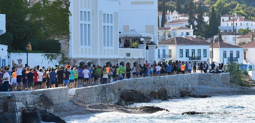 Το Spetses Mini Marathon μας καλεί να γίνουμε μέρος στη μεγαλύτερη γιορτή του αθλητισμού
