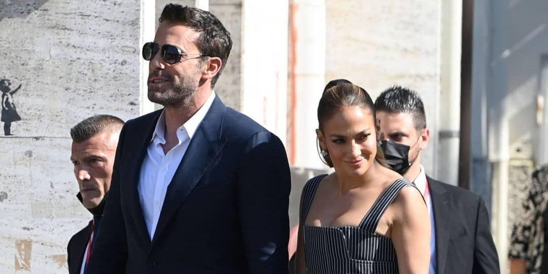 Γιατί η Jennifer Lopez απουσίαζε από την πρεμιέρα του Ben Affleck και τι σχέση έχει ο George Clooney με όλα αυτά; Η Jennifer Lopez δεν συνόδεψε τον αγαπημένο της Ben Affleck στο κόκκινο χαλί στην πρεμιέρα της νέας του ταινίας και ο λόγος φαίνεται να είναι ο...George Clooney.