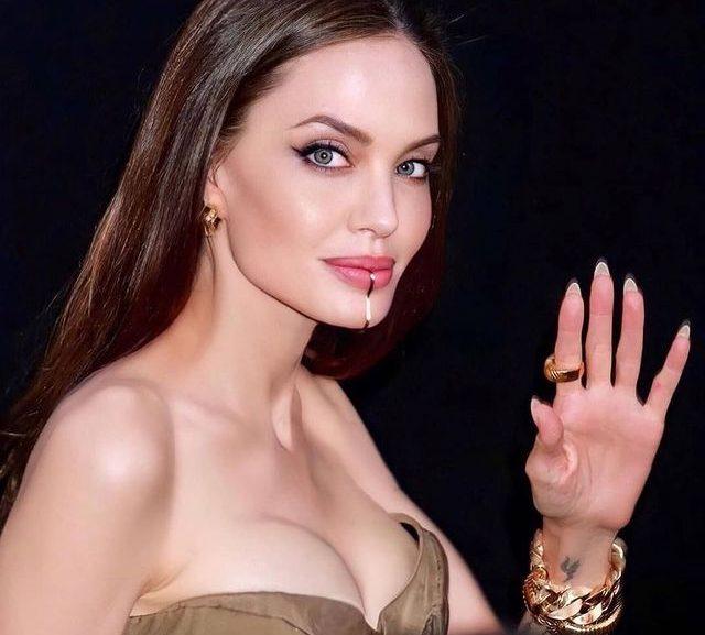 Angelina Jolie: Η εμφάνιση εκείνης και των 5 παιδιών της στην πρεμιέρα της ταινίας της Οικογενειακή έξοδο είχε η Angelina Jolie.