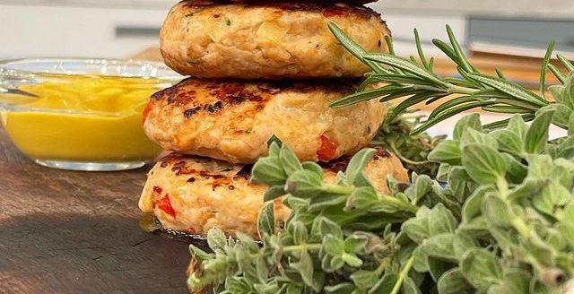 Βρήκαμε τη συνταγή για τα πιο γευστικά μπιφτέκια γαλοπούλας Ο σεφ, Πέτρος Συρίγος, έφτιαξε τα πιο νόστιμα μπιφτέκια γαλοπούλας και εμείς έχουμε τη συνταγή.