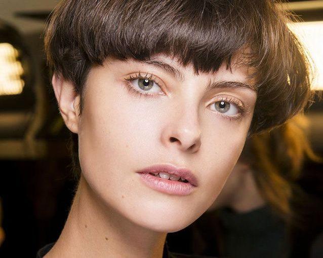 Σκέφτεσαι να κόψεις τα μαλλιά σου κοντά; Αυτά είναι τα πιο cool haircuts της σεζόν Αν δεις τα συγκεκριμένα κοντά haircuts είμαστε σίγουρες ότι θα μπεις στο πειρασμό να τολμήσεις ένα από αυτά.