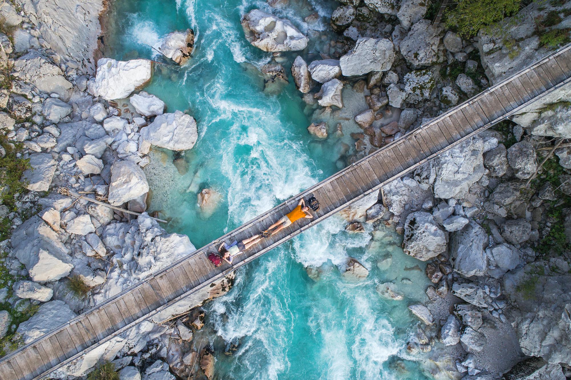 Σλοβενία: Ένα μυστικό αποκαλύπτεται Σμαραγδένιοι ποταμοί, κάστρα, πόλεις βουτηγμένες στο... αλάτι, αλπικές λίμνες, κοιλάδες, σπηλιές και αρχαία κρασιά. Η Σλοβενία είναι η μεγάλη έκπληξη της Ευρώπης.
