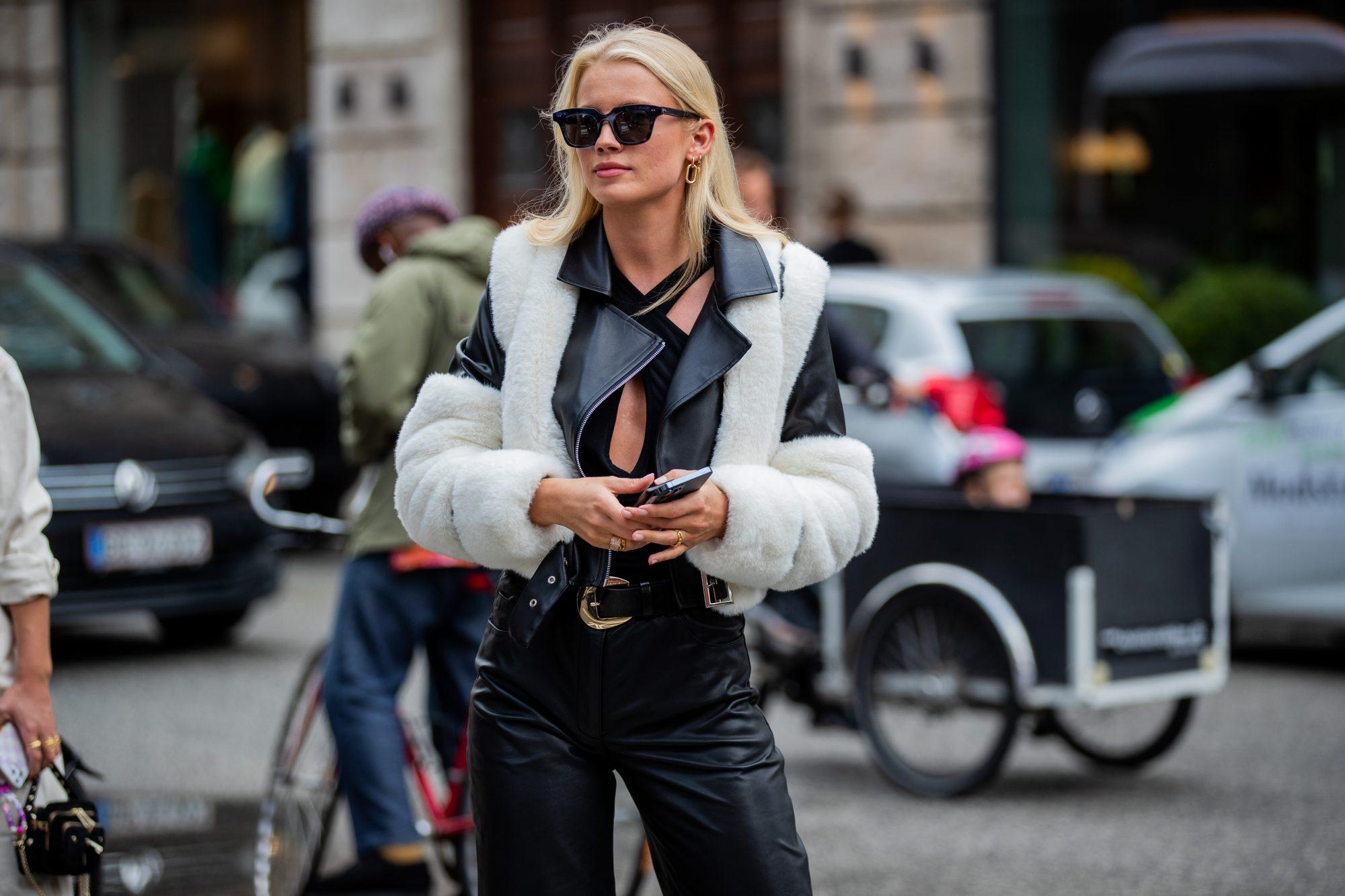 10 δερμάτινα jackets που θα αγοράσεις σήμερα αλλά θα φοράς για πάντα Τα πιο δημοφιλή πανωφόρια αυτής της εποχής είναι αδιαμφισβήτητα τα δερμάτινα jackets.