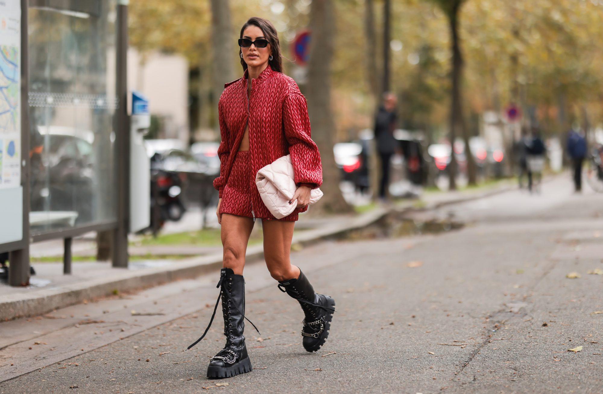 8 φθινοπωρινές, mini φούστες που ταιριάζουν άψογα με τις μπότες και τα μποτάκια σου
