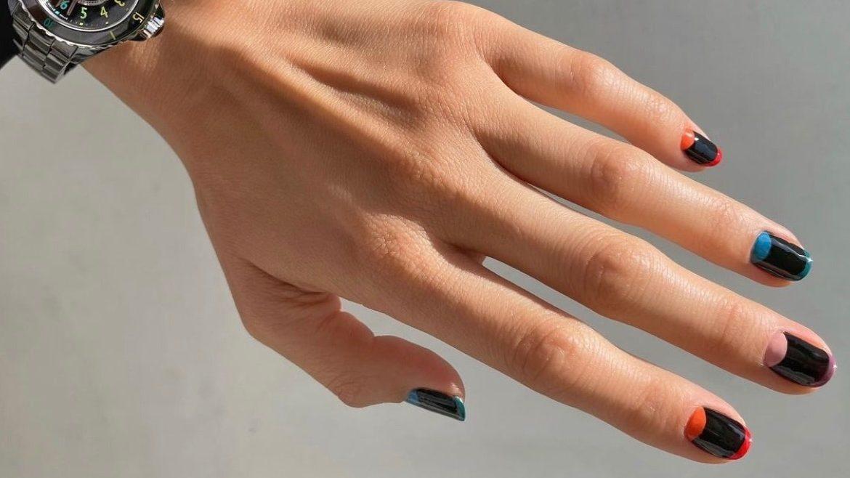 7 φθινοπωρινά nail trends που μας κάνουν να θέλουμε να κλείσουμε ραντεβού για μανικιούρ άμεσα Αυτά τα nail trends θα χαρίσουν extra πόντους στο φθινοπωρινό σου στυλ.