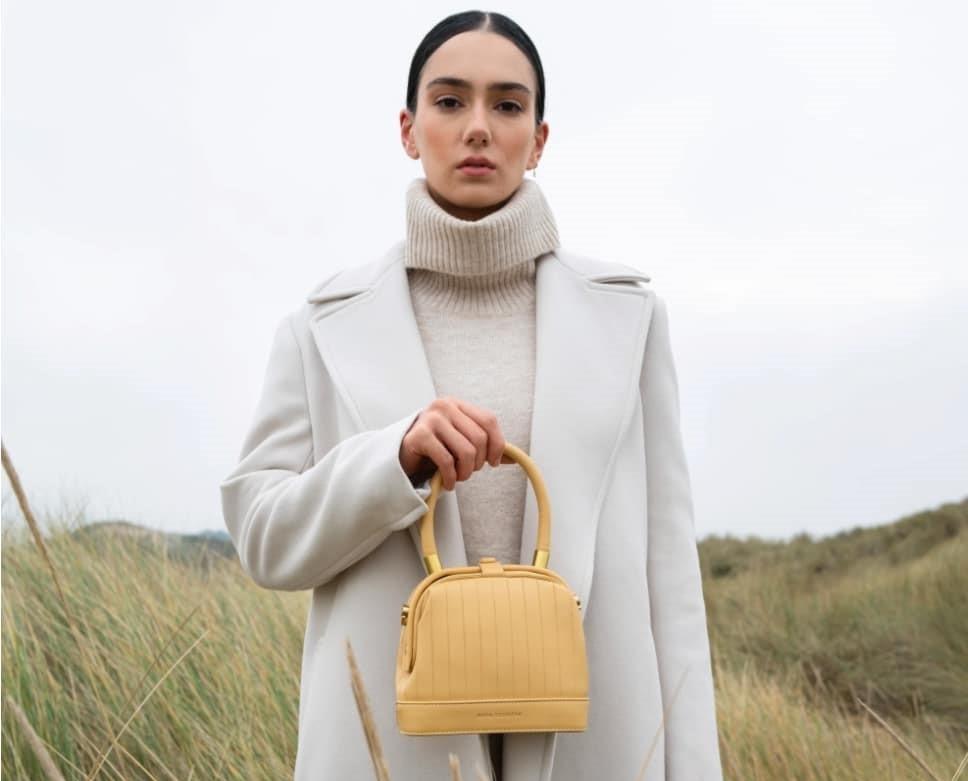 4 ανεξάρτητα brands με τσάντες που πρέπει να ξέρεις Κομψές, στιλάτες και χρήσιμες για το φθινοπωρινό σου στιλ κι όχι μόνο, οι τσάντες αυτών των ανεξάρτητων brands δεν πρέπει να ξεφύγουν από τα στιλιστικά ραντάρ σου.