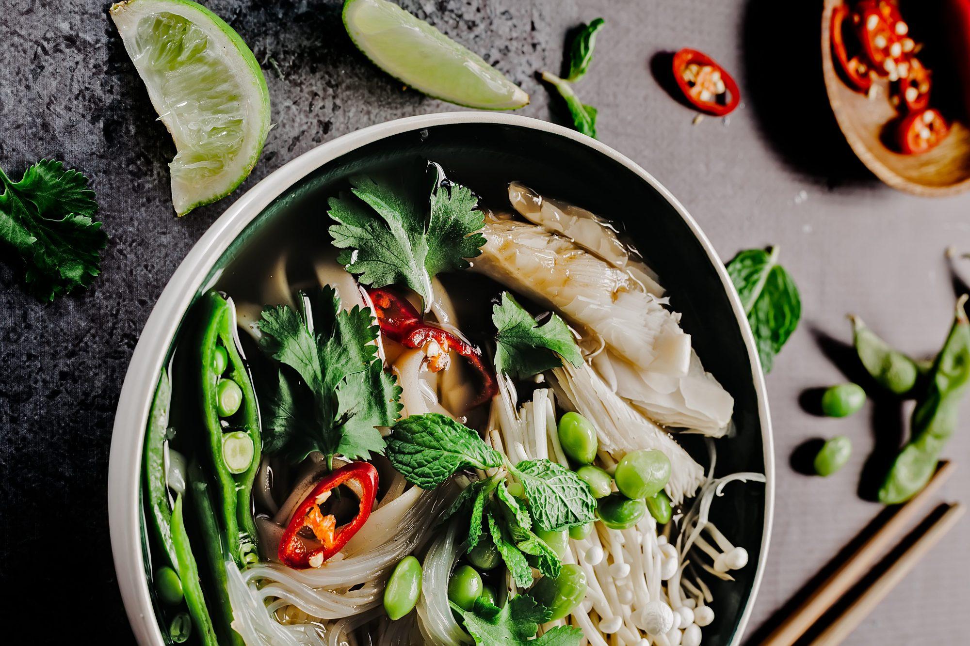 4 φανταστικά Thai εστιατόρια στην καρδιά της Αθήνας που θα μπορούσαμε να πηγαίνουμε και(!) κάθε βράδυ Η ταϊλανδική κουζίνα έχει συναρπαστικές γεύσεις, χρώματα, αρώματα και δεν είναι πάντα καυτερή. Και γι' αυτό την αγαπάμε.