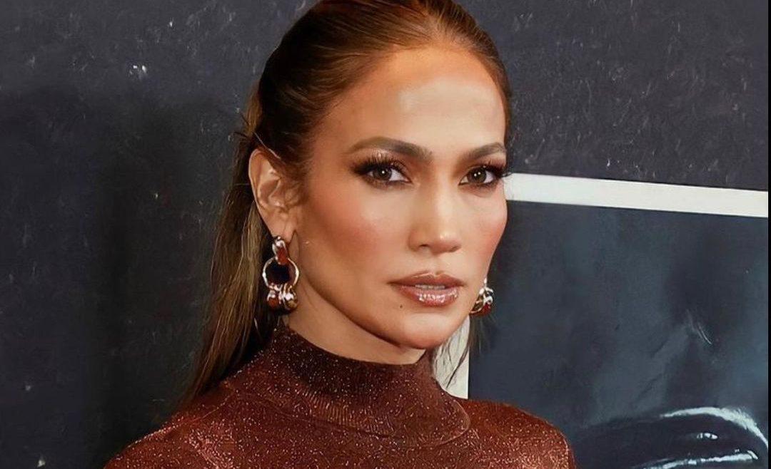 Jennifer Lopez: Το νέο της hair look είναι εκκεντρικό. Για αυτό μας αρέσει πολύ!