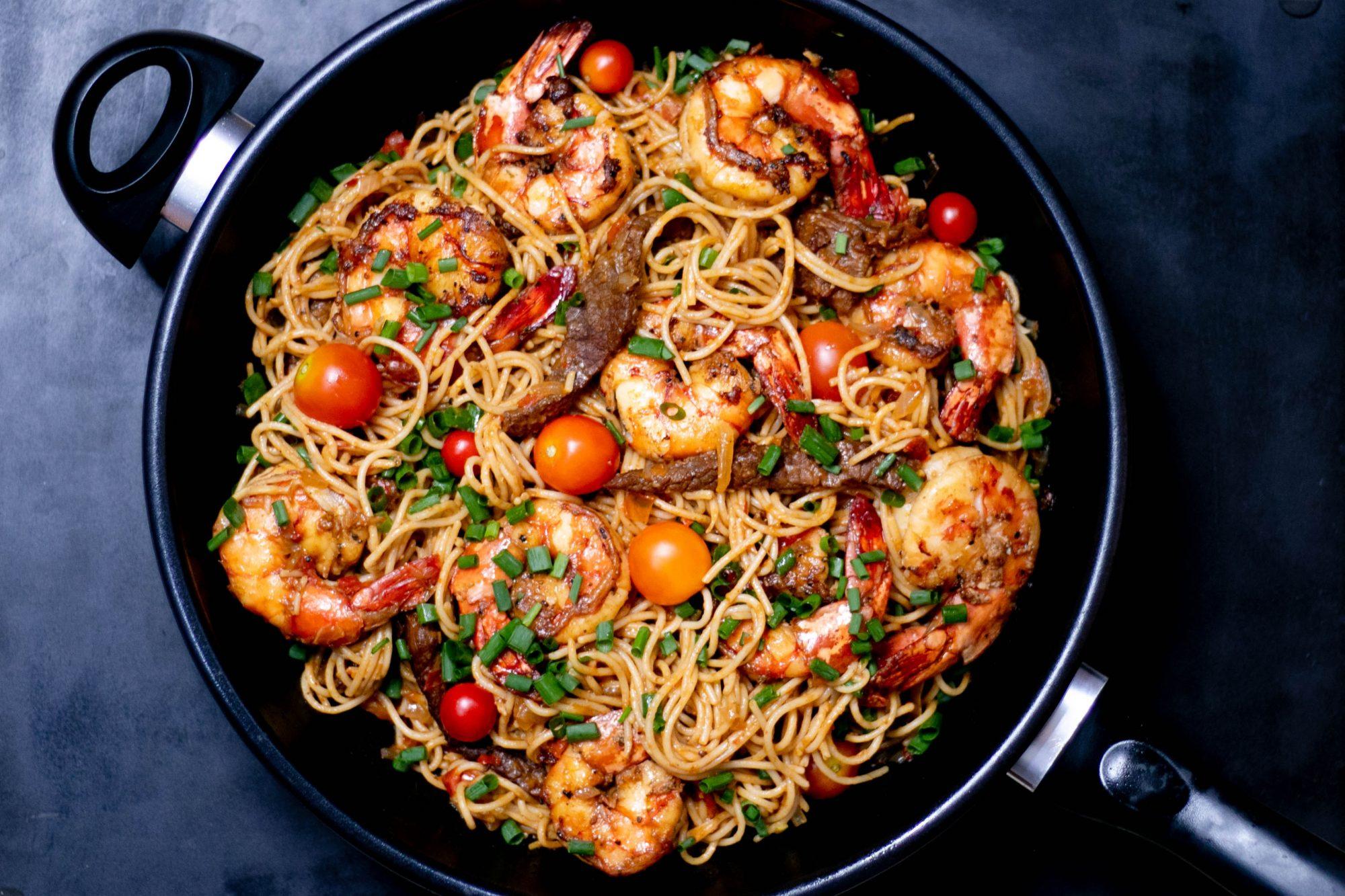 Παγκόσμια Ημέρα Ζυμαρικών: 4 +1 μακαρονάδες που θα τρελάνουν τον ουρανίσκο σου Αν και στο δικό μας μυαλό - ως γνήσιοι pasta lovers - κάθε ημέρα υπάρχει μια καλή αφορμή για να φάμε μακαρόνια, σήμερα είναι σχεδόν... υποχρεωτικό!