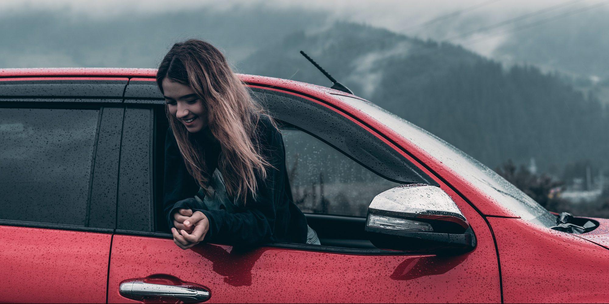 7 συμβουλές για ασφαλή οδήγηση σε αντίξοες καιρικές συνθήκες Το να οδηγείς με δυνατή βροχή είναι επικίνδυνο, ακόμη κι αν δεν το πιστεύεις!