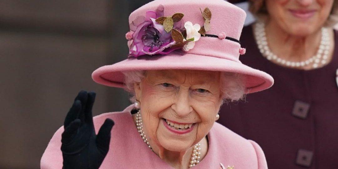 Η Βασίλισσα Ελισάβετ απορρίπτει βραβείο για την ηλικία της με μια αφοπλιστική απάντηση Γιατί δεν αποδέχτηκε το βραβείο η Βασίλισσα Ελισάβετ;